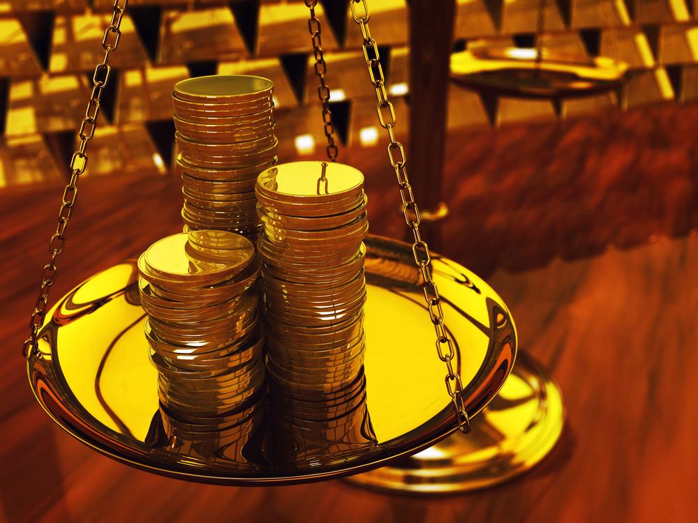 váhy s mincami